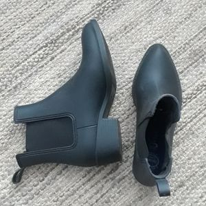 Jeffrey Campbell rubber booties size 8
